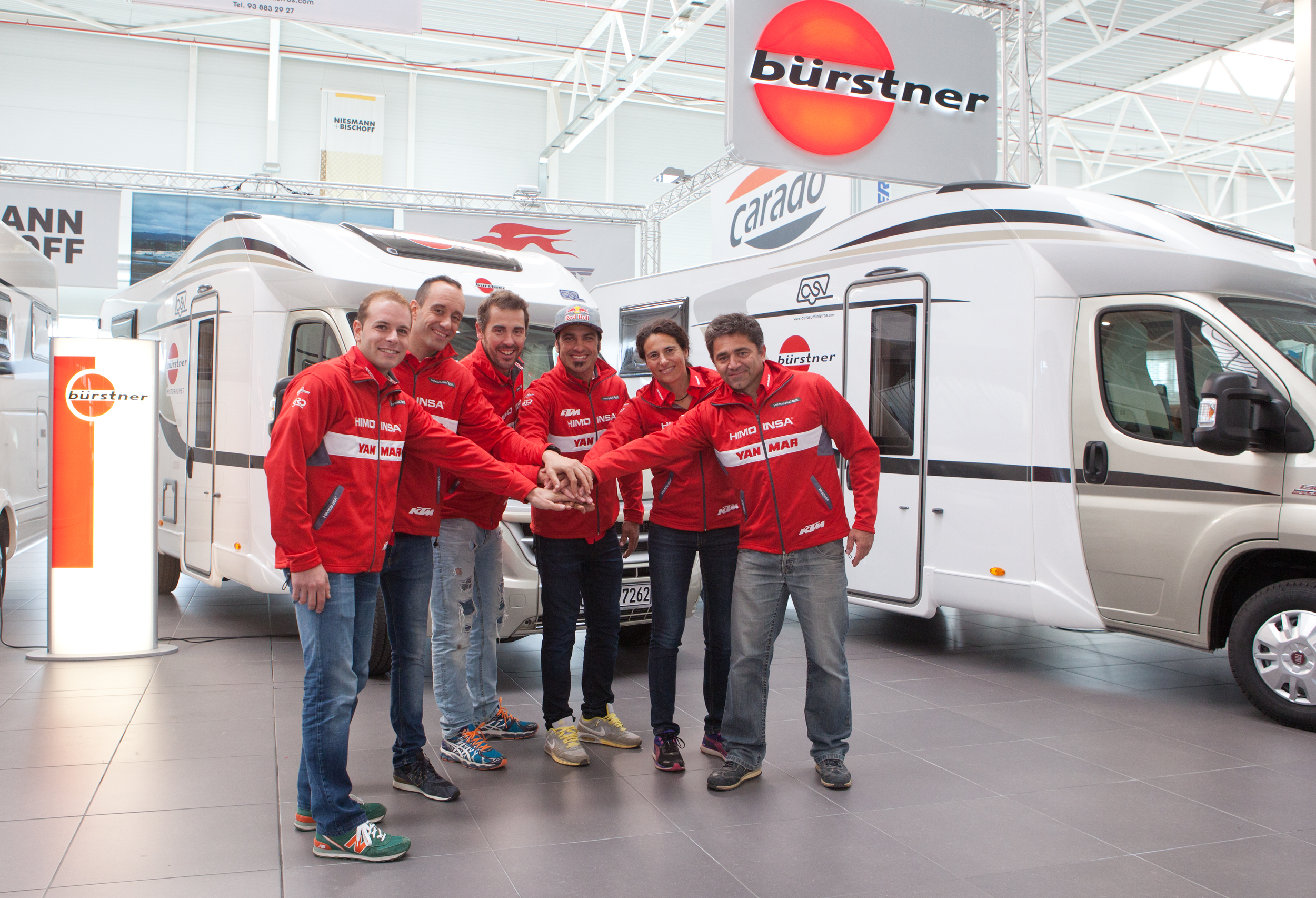 Lliurament de autocarvanes a l'Himoinsa Racing Team